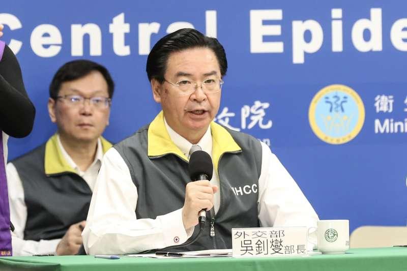 2020318-外交部長吳釗燮18日出席疫情指揮中心記者會。(簡必丞攝)