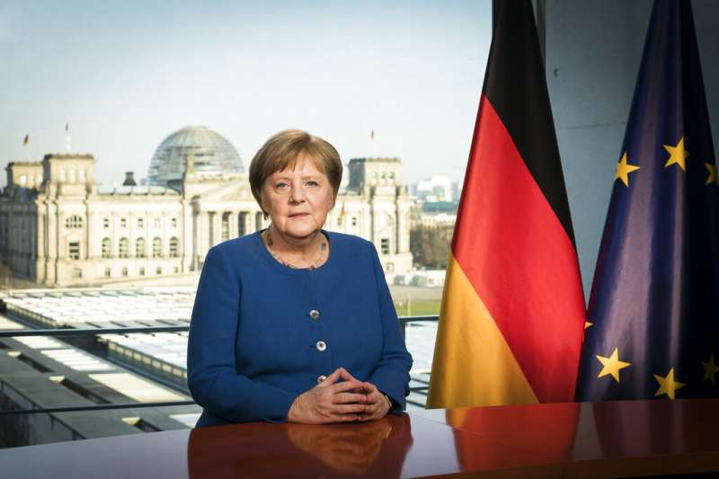 德國總理梅克爾掌權14年來,首次在新年以外的時刻發表電視談話。(美聯社)