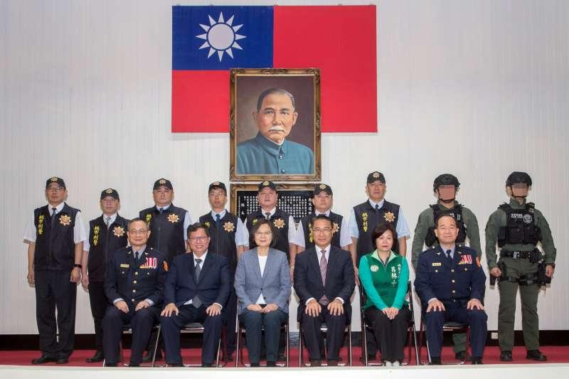 台灣政治上「一代好,二代壞,三代出妖怪。」國家領導人一代不如一代,「完全執政」造成「完成獨裁」,導致兩岸關係倒退,國家產生認同危機,才是真正的妖怪。(資料照,取自桃園市政府網站)