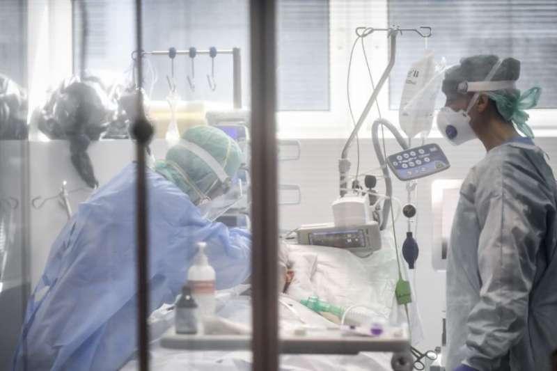 加護病房中的重症病患經常必須插管治療。(美聯社)