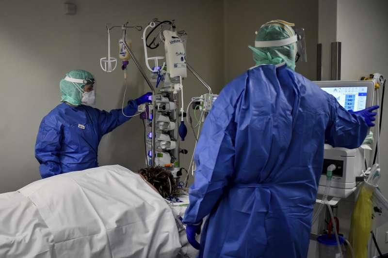2020年3月,新冠肺炎(武漢肺炎,COVID-19)疫情蹂躪義大利,醫療院所瀕臨崩潰(AP)