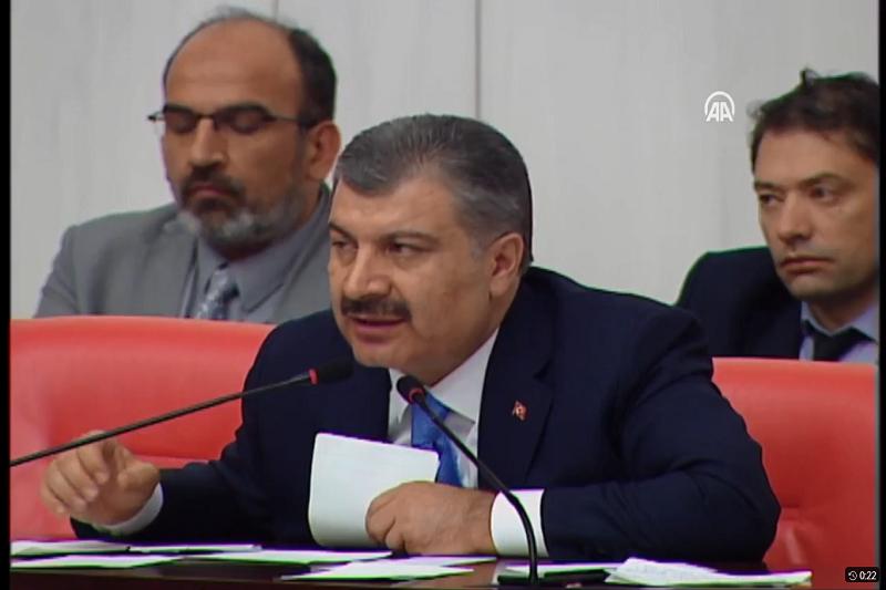 土耳其衛生部長呼籲千萬人向醫護人員致敬。(圖/Dr. Fahrettin Koca 影片截圖)