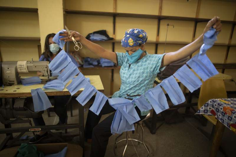 武漢肺炎:台灣人道援助委內瑞拉當地採購口罩(AP)