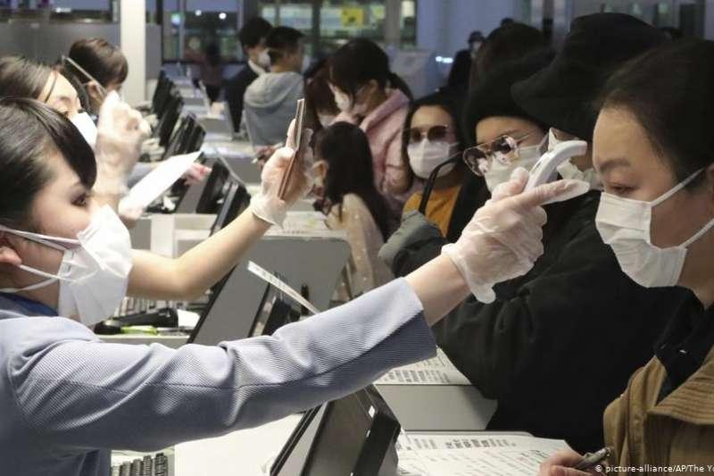 新冠疫情阻擊戰,中國打上半場,外國打下半場,海外華人打全場。(DW)