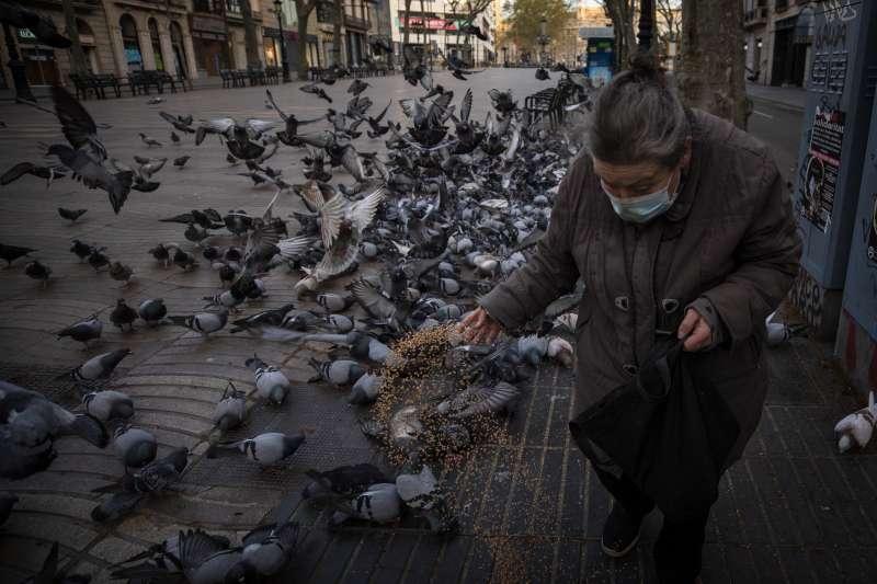 2020年,新冠肺炎(武漢肺炎)風暴侵襲西班牙,老年人最受威脅(AP)