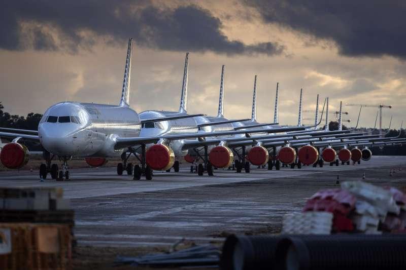 2020年,新冠肺炎(武漢肺炎)風暴侵襲西班牙,塞維爾(Seville)的國際機場幾乎停擺(AP)