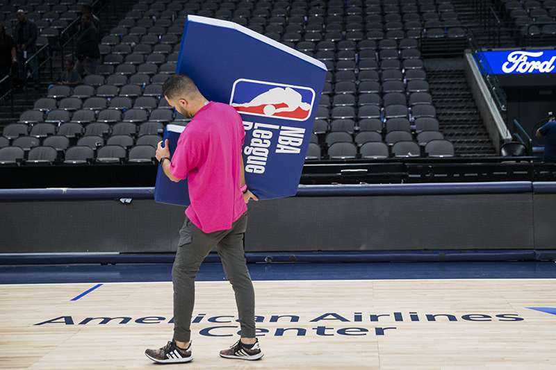 NBA目前處於無限期停賽狀況,聯盟總裁西爾弗也表示,將影響到整個聯盟的財務狀況。(美聯社)