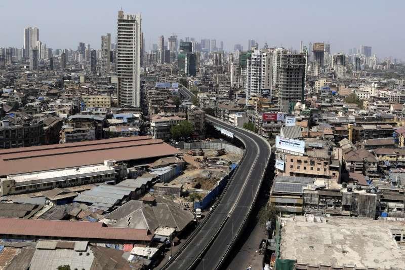 武漢肺炎:印度實施禁足令,孟買平時繁忙的街道空無一人(AP)