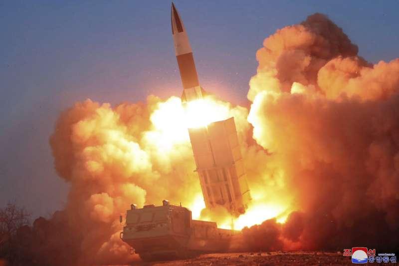 2020年3月下旬,北韓朝鮮人民軍進行飛彈試射(AP)