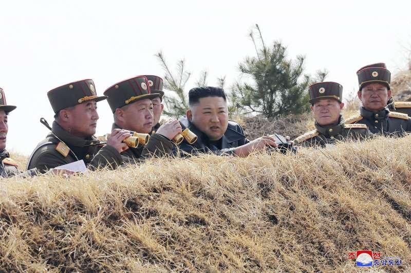 2020年3月下旬,北韓最高領導人金正恩視察朝鮮人民軍演習(AP)