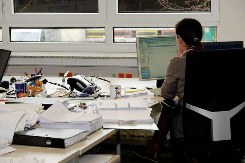 周品均的忠告是,職場是解決問題、展現能耐的地方,不是展現打扮、郊遊玩樂的地方。(圖/ flickr)