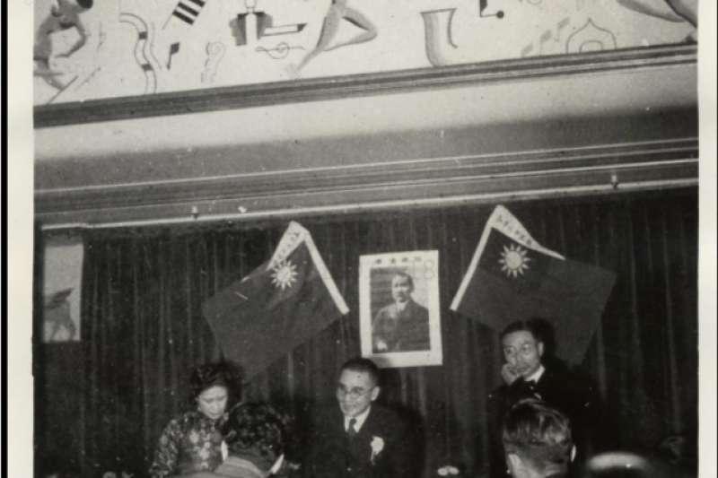 海外華僑中支持汪精衛政權者也大有人在,圖為1943年1月14日,全球華僑聯合總會向對英美宣戰的南京國民政府致意,讓為和平建國軍出兵東南亞將促使華僑的解放。全球華僑聯合總會的精神,如今許多星馬大中華膠身上與「全球華人反獨促統大會」等海外親北京團體的身上看到。