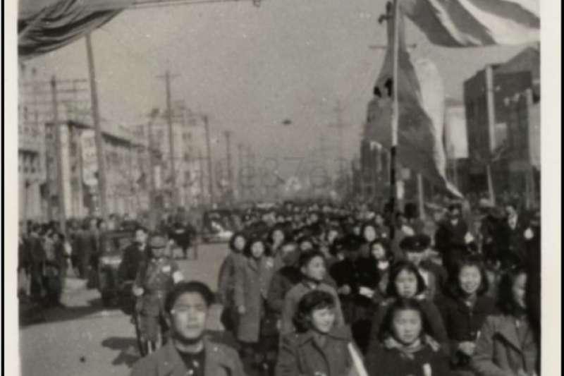 太平洋戰爭爆發後,高舉中日兩國國旗為日軍勝利歡呼的汪政權繼承者,他們的精神其實更為今日在台灣同時高舉五星紅旗與青天白日滿地紅旗幟的統派人士所繼承。