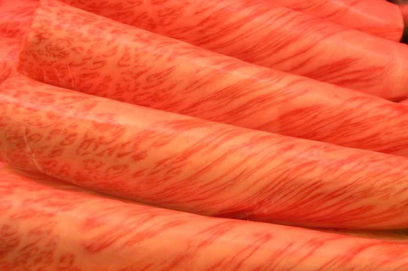 高級和牛肉片呈現大理石紋理(維基百科公有領域)