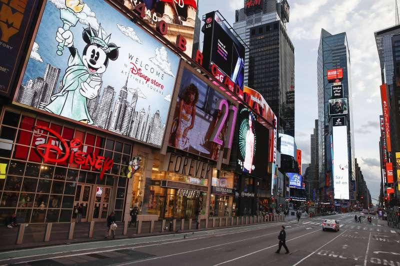 紐約州成為美國新冠肺炎(武漢肺炎)疫情重災區,曼哈頓繁華的第七大道變得空空蕩蕩(AP)