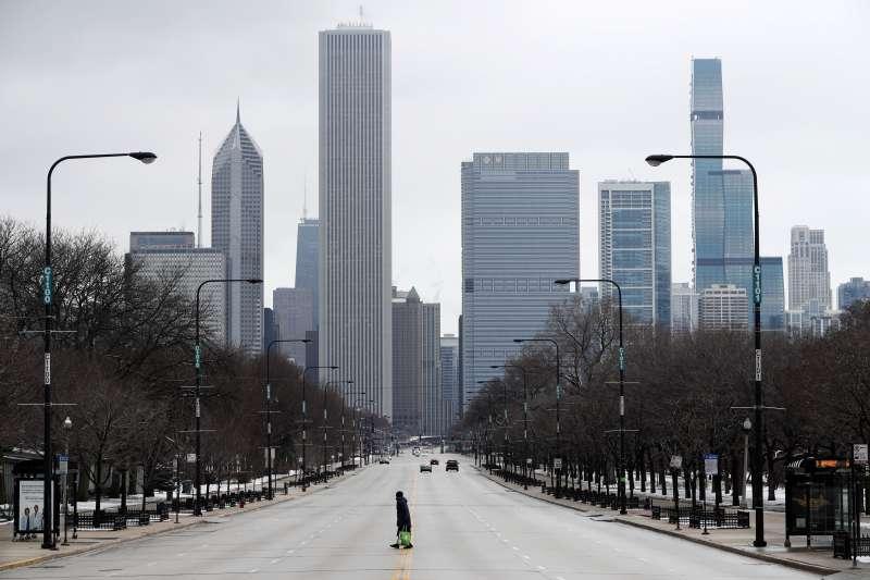 新冠肺炎:美國伊利諾州21日起啟動禁足令,大城芝加哥街道上幾乎沒有人煙(AP)