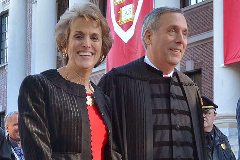 普選無法產生頂尖大學校長。圖為美國哈佛大學校長夫婦。(美聯社)