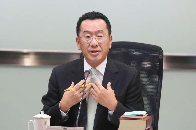 金管會主委顧立雄3日19日傍晚宣布放寬ETF下市門檻。(柯承惠攝)
