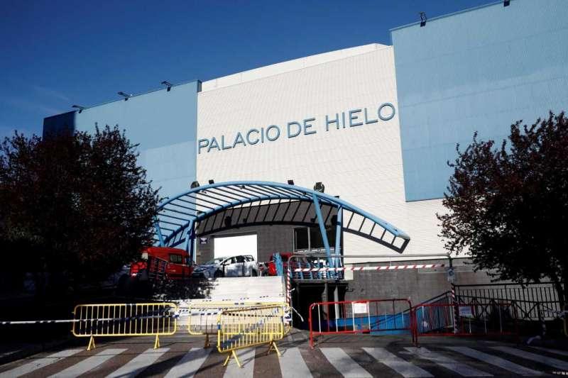 西班牙「冰宮」被徵作臨時殯儀館使用(圖/取自網路)