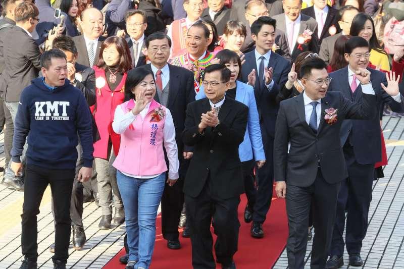 江啟臣(右前)把年輕化視為國民黨改革的重中之重,只是具體做法仍不清楚。(柯承惠攝)