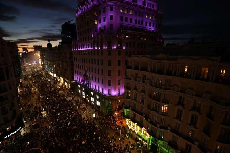 西班牙婦女節遊行活動3月8日吸引12萬人參加遊行。(AP)