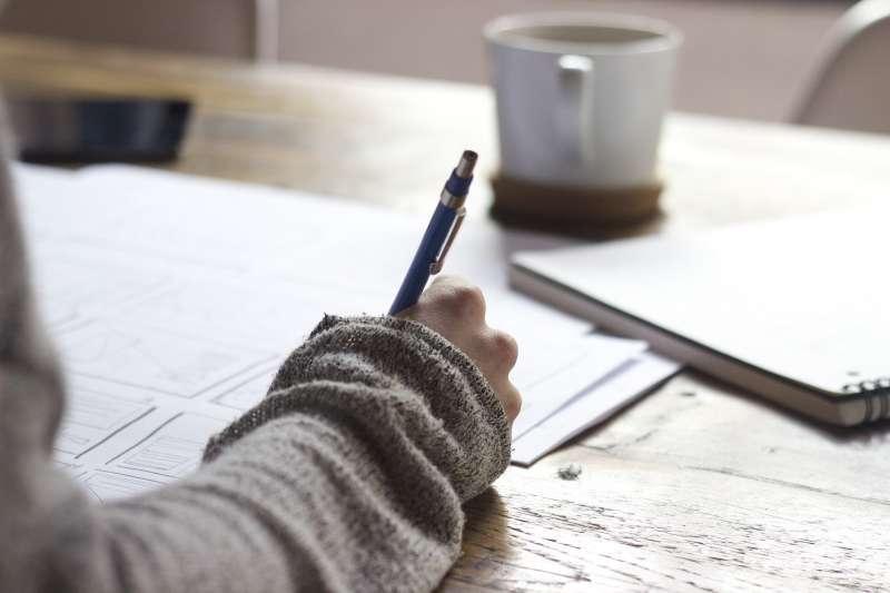 作者寫信給大一新鮮人的女兒,提醒「容納」與「分享」的意義。(示意圖,取自pixabay)