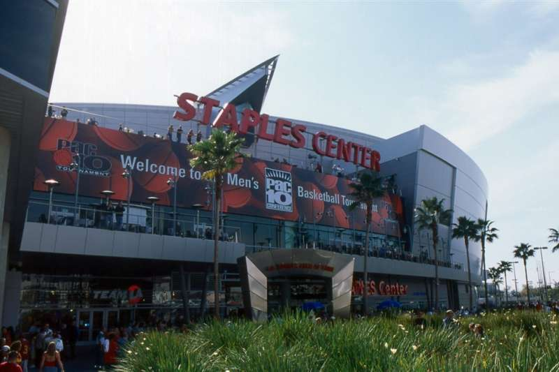 洛杉磯市長賈西迪26日宣布,未來幾週內會議中心、體育館,包括湖人主場史泰博中心(圖),有可能轉為方艙醫院使用。(圖取自facebook.com/staplescenter)