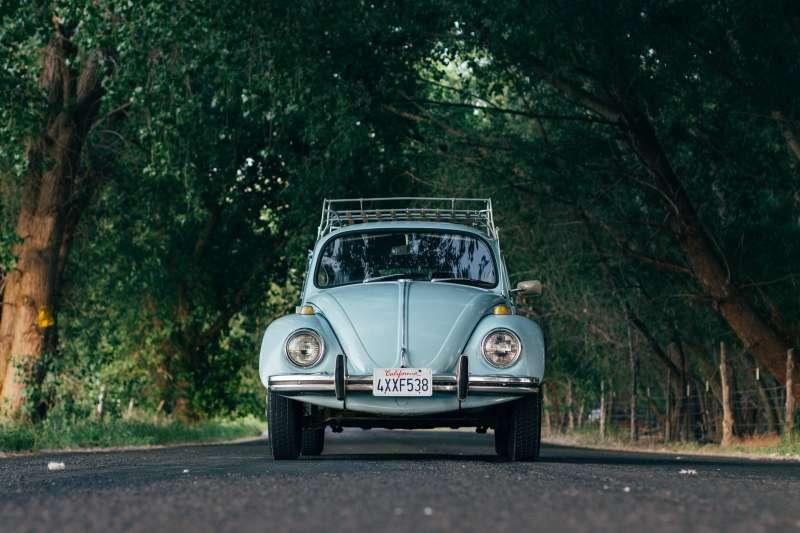 麗莎與父親一同乘車的小故事(示意圖,取自pixabay)