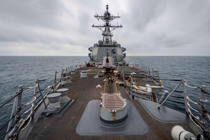 美籍作戰艦自我西南海域由南向北通過台灣海峽北駛。(取自美國太平洋艦隊臉書)