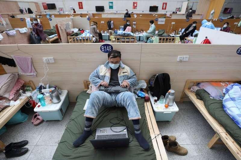 2月,武漢塔子湖體育館改建而成的臨時醫院。(AP)