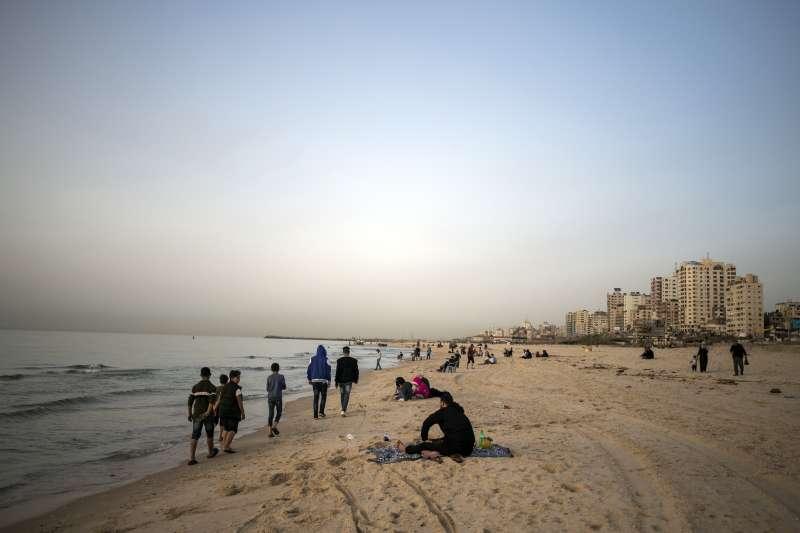 武漢肺炎:巴勒斯坦加薩走廊的海灘(AP)