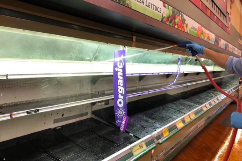 新冠疫情延燒之際,美國賓州一女子竟朝著超市內商品狂咳、吐口水,害商家被迫丟棄價值百萬的食品。(截自Gerrity's Supermarket)