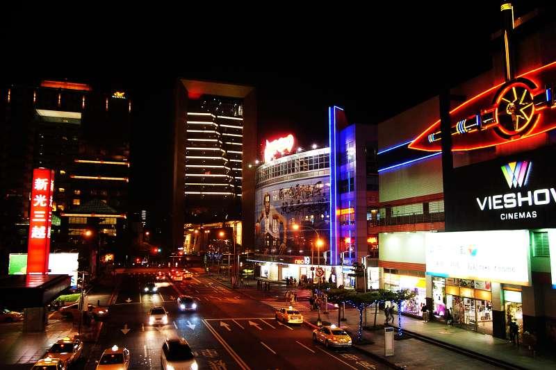 武漢肺炎疫情重挫電影產業,目前已有一家電影院宣布倒閉。示意圖。(圖/Flickr)