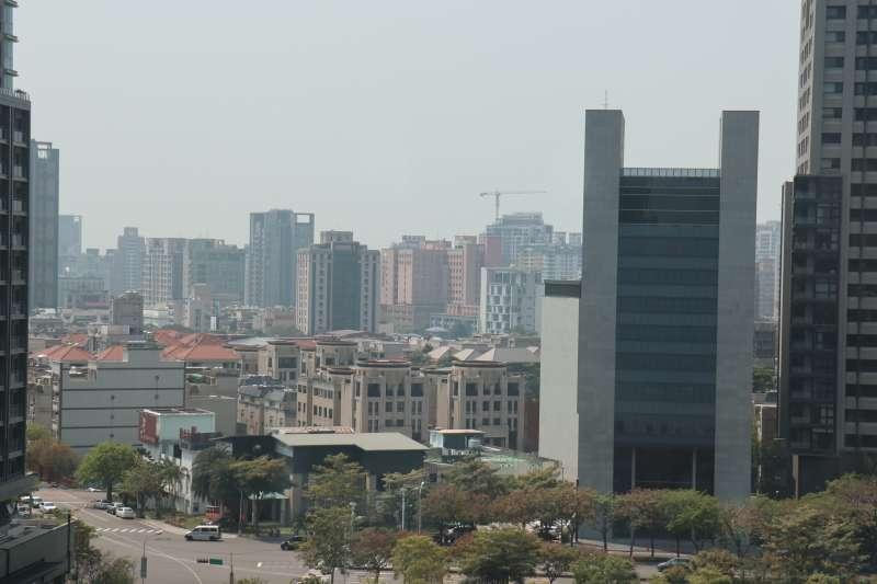 台中市最近空品不佳的原因,主要是因為季節風風速變慢,無法將汙染物排出。(圖/王秀禾攝)