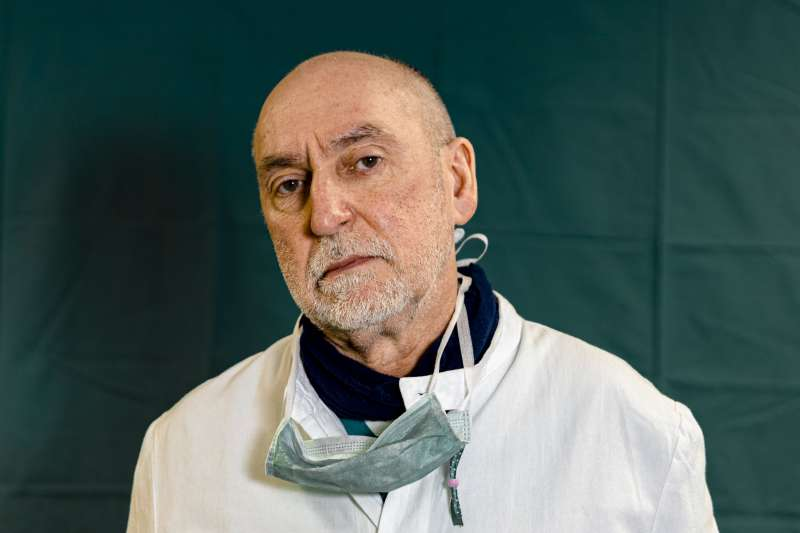 2020年,義大利醫護人員努力抗擊新冠肺炎(武漢肺炎)疫情(AP)