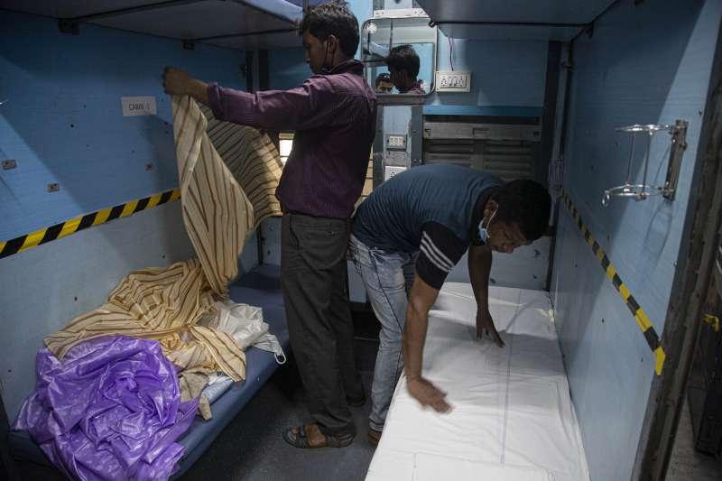 為了因應武漢肺炎疫情,印度將2萬個火車車廂改成隔離病房(AP)