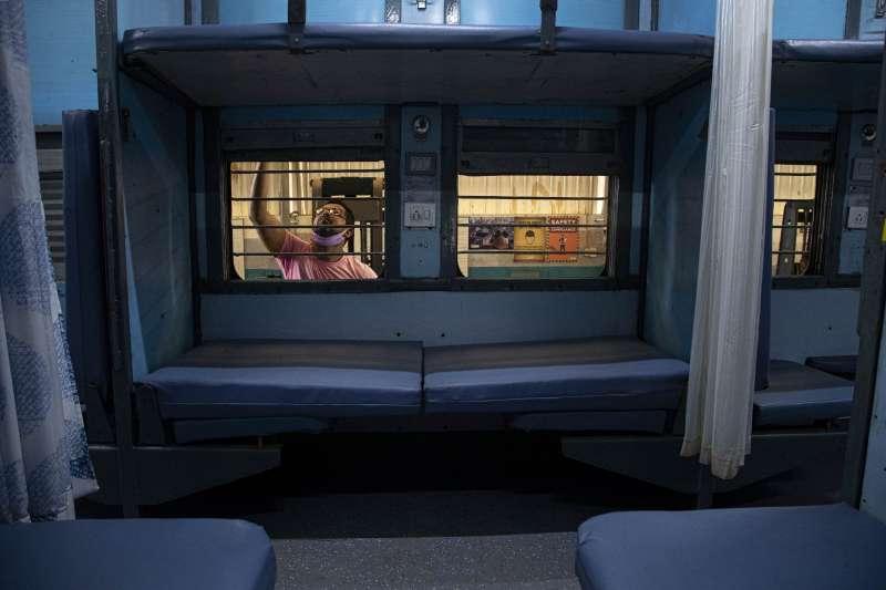 武漢肺炎:印度把火車廂改成隔離病房(AP)