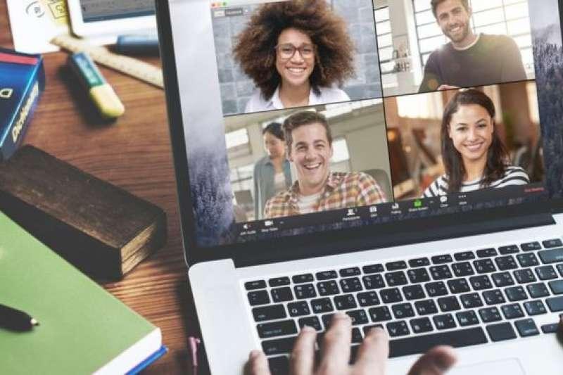 許多人使用Zoom和家人、朋友、同事線上見面聊天或開會。(Zoom官網)