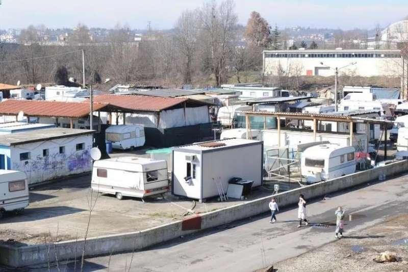 歐洲最大少數民族羅姆人,習於成群住在拖車屋營區,(圖/European Rome Rights Center)