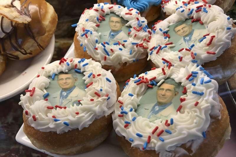以美國國立過敏與傳染病研究院(NIAID)主任佛奇(Anthony Fauci)博士為主題的甜甜圈(AP)