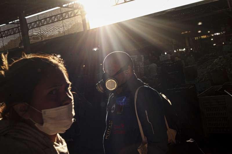 新冠肺炎疫情侵襲全球,確診病例數突破85萬人(AP)