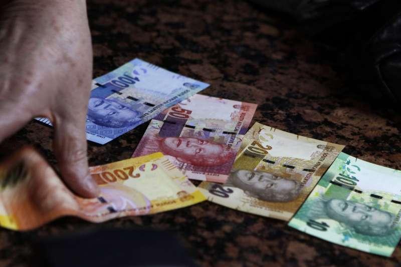 南非幣向來是台灣人熱愛的高息幣別,卻往往賺了利差、賠了匯差。(AP)