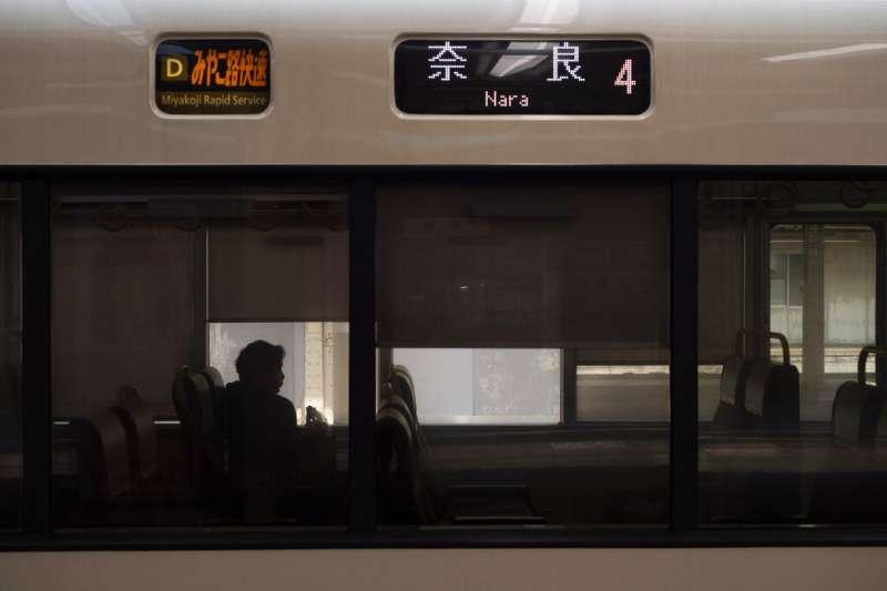 在日本,以哪些會一秒惹怒人的大眾交通工具搭乘行為呢?(美聯社)