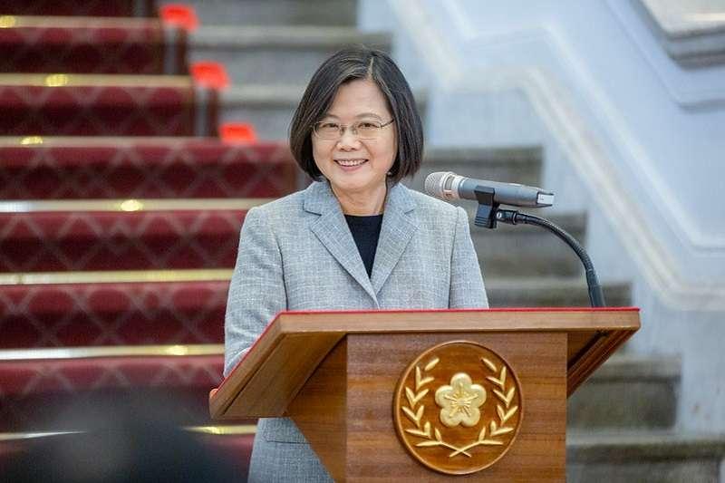 作者指出,台灣和大陸之間的經貿關係已是犬牙交錯,共同利益錯綜複雜,我們無法去「中國化」,大陸也很難去「台灣化」。圖為總統蔡英文。(資料照,總統府官網)