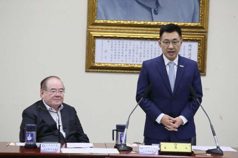 江啟臣(右)說服挺韓不遺餘力的李乾龍擔任黨秘書長。(柯承惠攝)