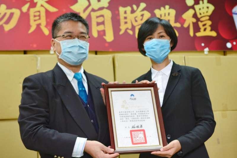 臺灣力匯公司說明全球只剩臺灣這淨土還可正常運作,總裁很樂意幫助防疫捐助。(圖/內政部提供)