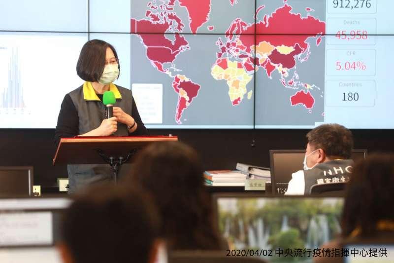 全球防疫也成為另一種國際宣傳戰。圖為總統蔡英文訪視中央流行疫情指揮中心。(中央流行疫情指揮中心提供)