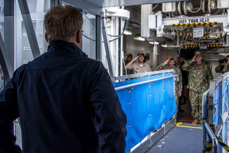海軍代理部長莫德利(Thomas Modly),認為艦長克勞齊(Brett Crozier)在應對疫情上為展現應有專業。(AP)