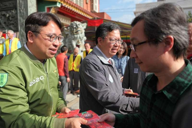 20200403-民進黨新科立委黃世杰(左一)曾在桃園市長鄭文燦(中)市府服務。(取自黃世杰臉書)