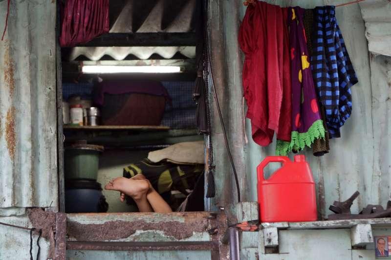 2020年3月,印度孟買(Mumbai)的達拉維(Dharavi)貧民窟傳出新冠肺炎疫情(AP)